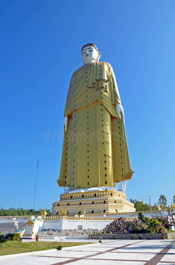 Estatua gigante de Buddha imágenes de archivo libres de regalías