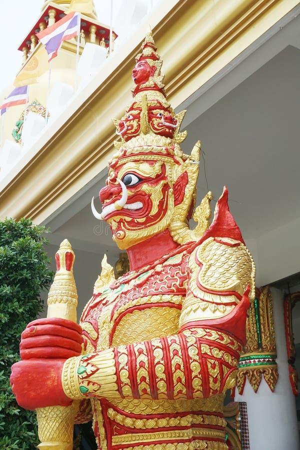 Estatua gigante roja en Tailandia pública fotografía de archivo