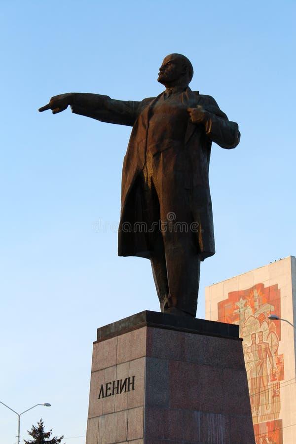 Estatua grande de Lenin imagenes de archivo