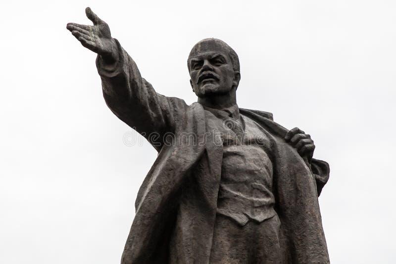 Estatua grande de Lenin en Bishkek fotos de archivo