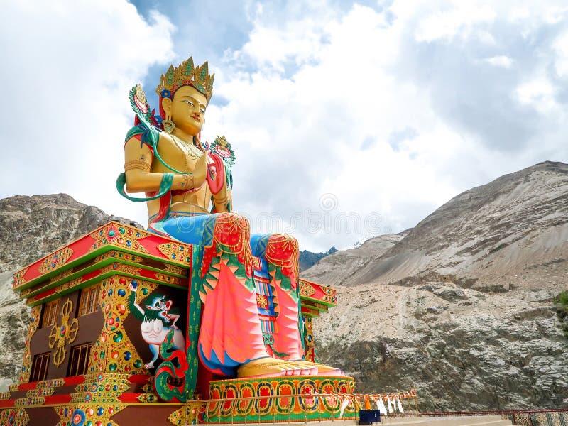 Estatua grande de Maitreya Buda en el monasterio de Diskit, valle de Nubra, La imágenes de archivo libres de regalías