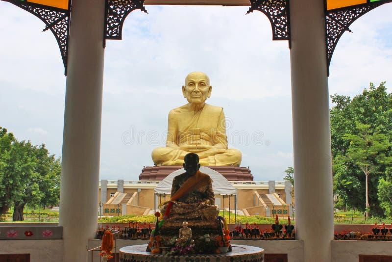 Estatua grande del monje foto de archivo