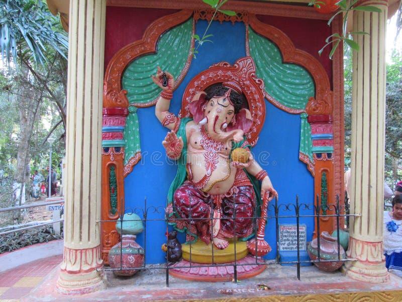 Estatua hindú hermosa de Ganesha del shri de dios en el área de templo del dham Odisha del puri imagenes de archivo
