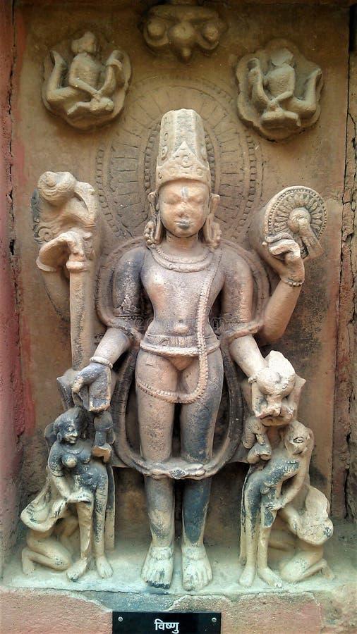 Estatua histórica del vishnu de dios imagen de archivo