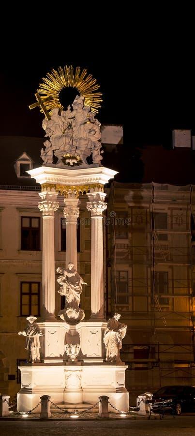 Estatua iluminada de Nepomuk foto de archivo