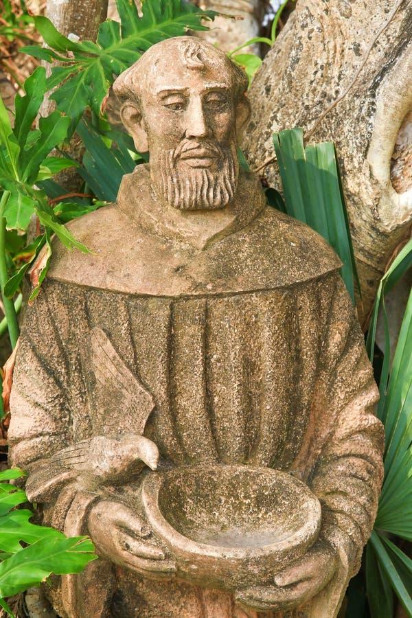 Estatua medieval del monje imagen de archivo
