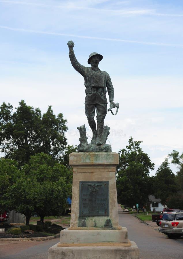 Estatua militar en la plaza del condado de Phillips, Helena Arkansas fotos de archivo libres de regalías
