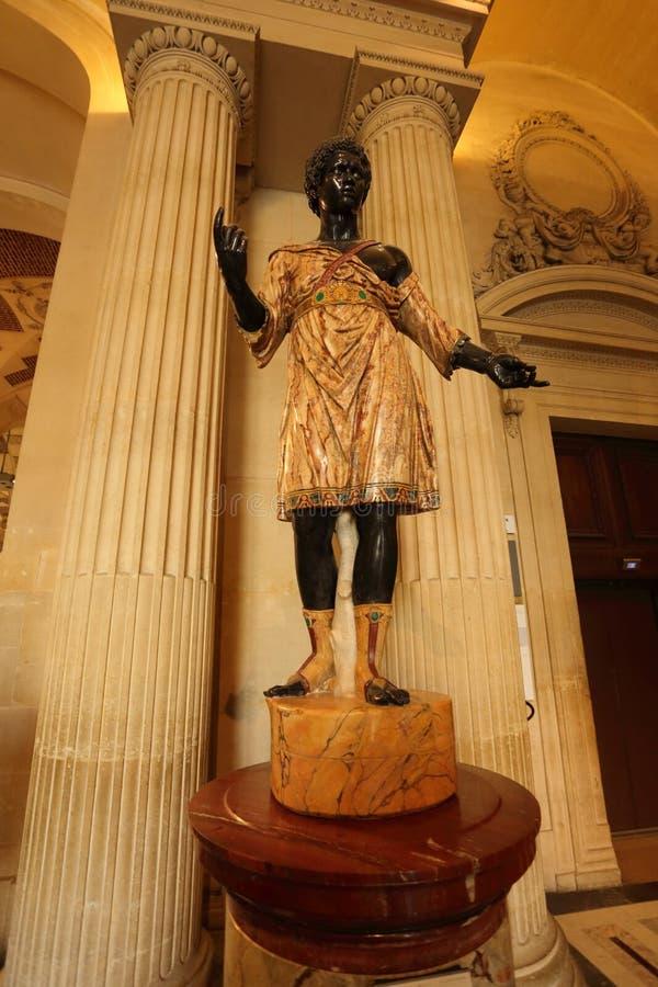 Estatua negra de esclavos en el museo del Louvre en París foto de archivo libre de regalías