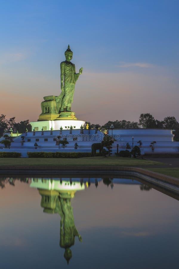 Estatua permanente de Buda fotos de archivo libres de regalías