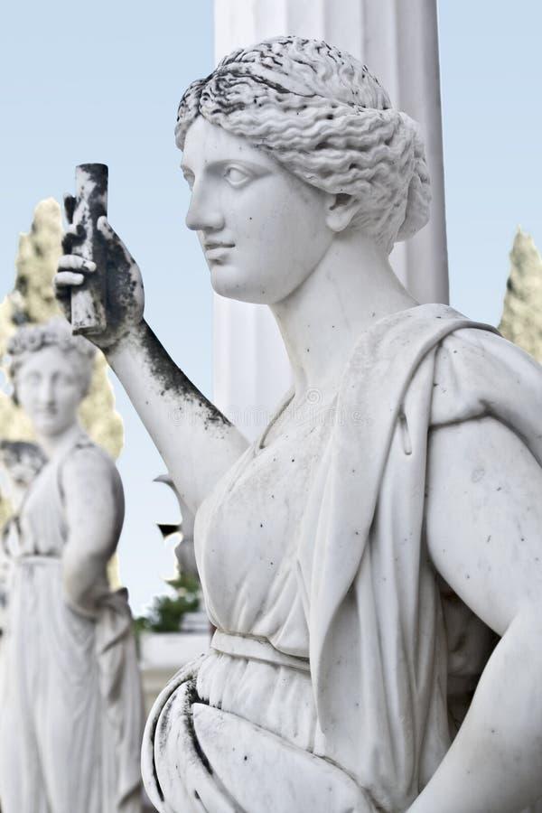 Estatua que muestra a un griego clásico musa mítica imágenes de archivo libres de regalías