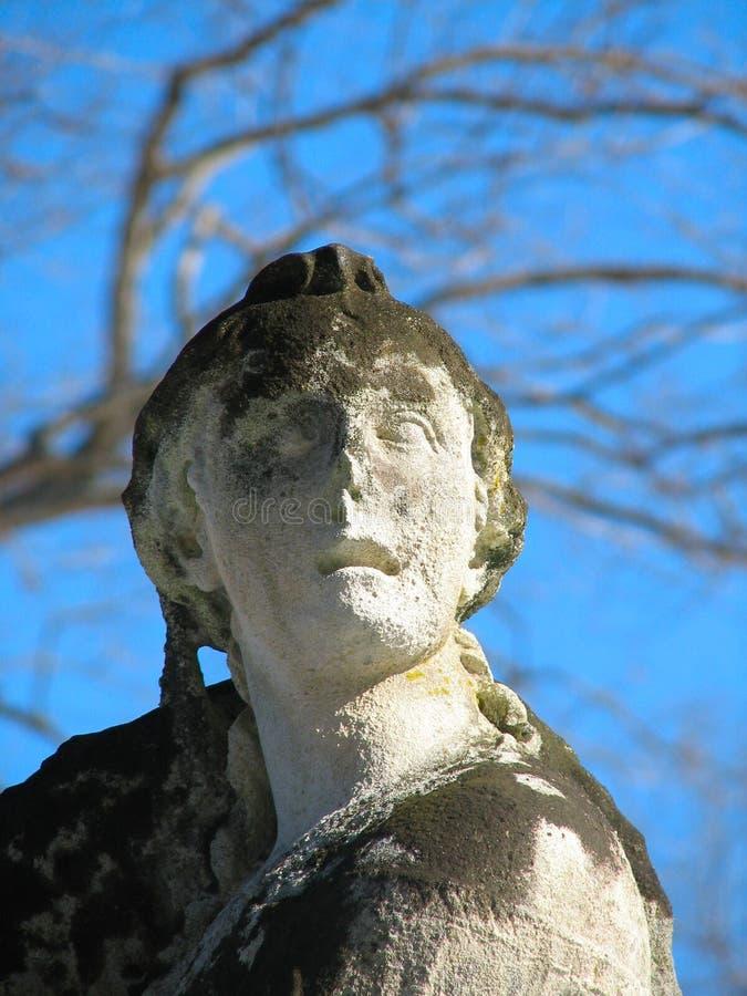 Estatua resistida imagen de archivo