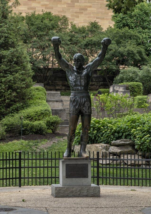Estatua rocosa del ` del ` por A Thomas Schomberg cerca del museo de arte de Philadelphia de la entrada, Benjamin Franklin Parkwa fotos de archivo