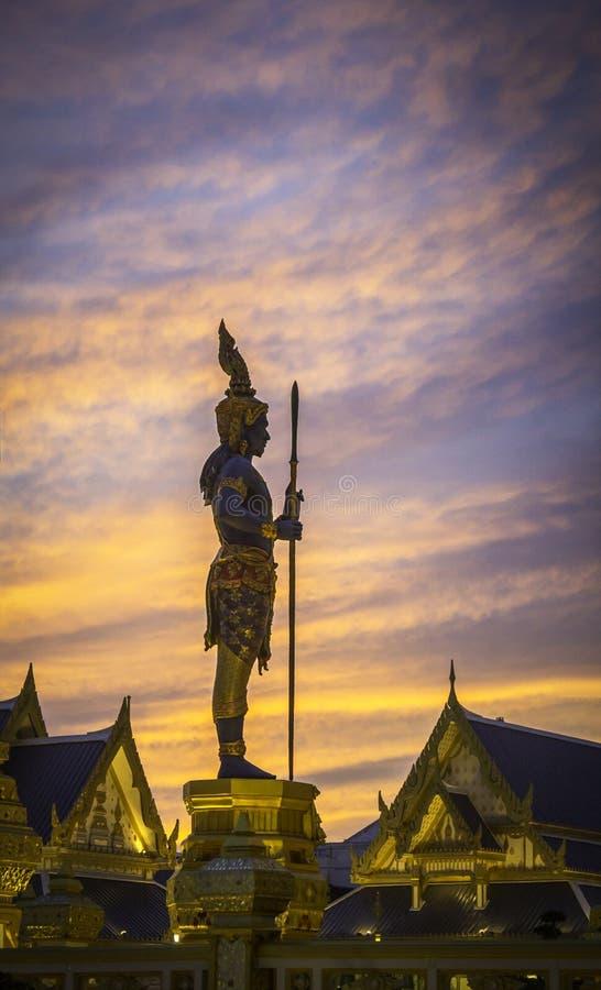 Estatua tailandesa del ángel antiguo imagenes de archivo