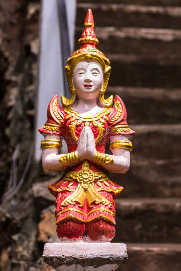 Download Estatua Tailandesa Del ángel En Templo Imagen de archivo - Imagen de cielo, arbusto: 64203407