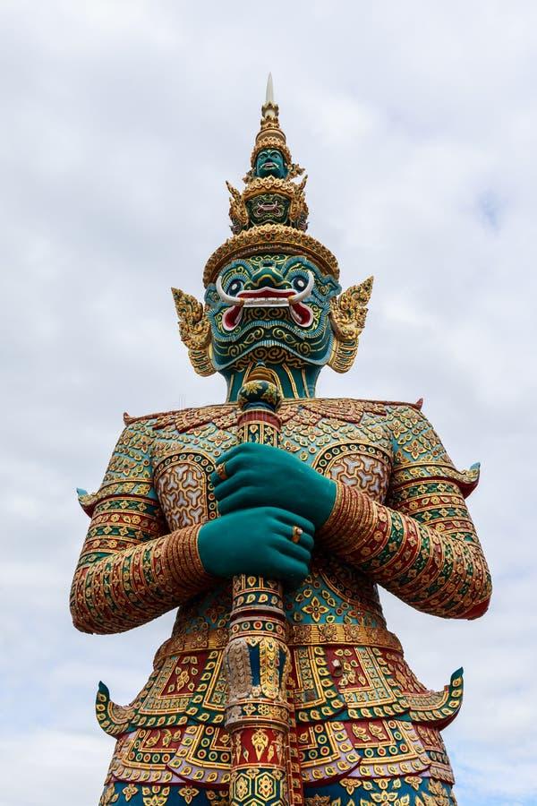 Download Estatua Tailandesa Gigante Del Estilo Imagen de archivo - Imagen de diseño, color: 42441785