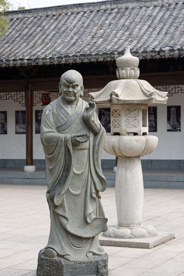 Estatua tallar-grande de piedra venerable dieciocho fotos de archivo