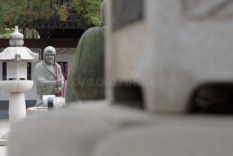 Estatua tallar-grande de piedra venerable dieciocho foto de archivo libre de regalías