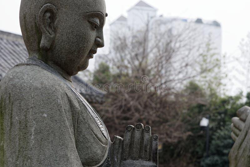 Estatua tallar-grande de piedra venerable dieciocho fotografía de archivo