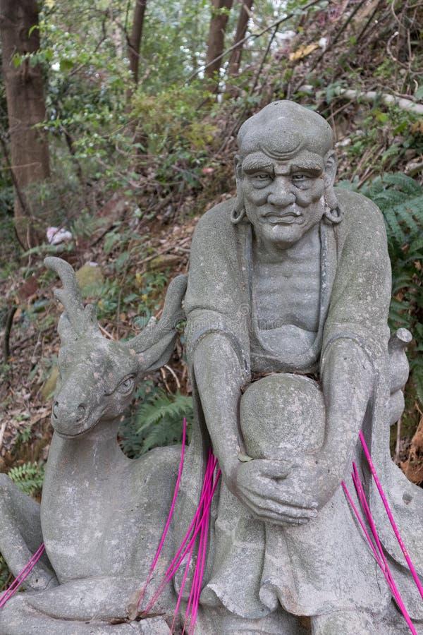 Estatua tallar-grande de piedra venerable dieciocho imagenes de archivo