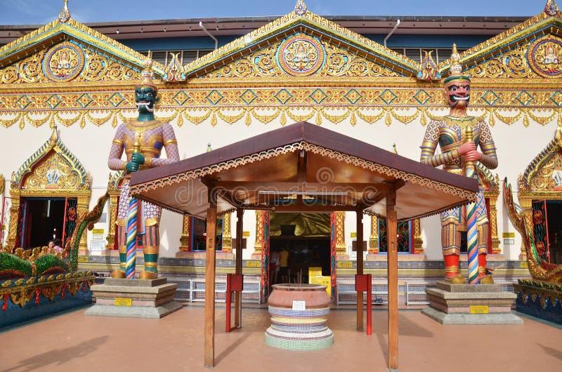 Estatua Wat Chayamangkalaram exterior derecho situado en Penang foto de archivo libre de regalías