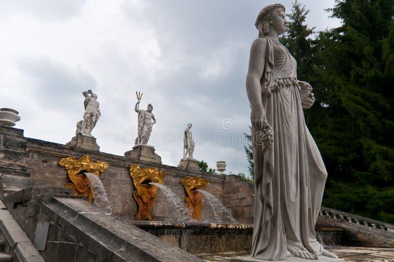 Estatua y fuente imagen de archivo libre de regalías