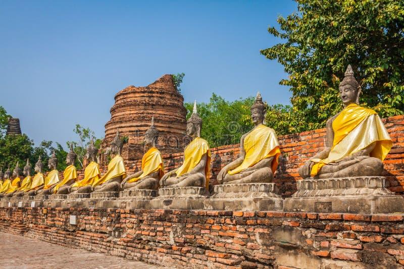Estatuas alineadas de Buda Asia imagen de archivo libre de regalías