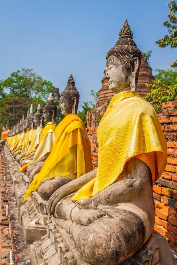 Estatuas alineadas de Buddha imágenes de archivo libres de regalías