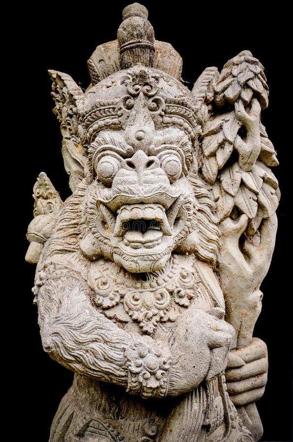 Estatuas antiguas del arte en el fondo negro imagen de archivo