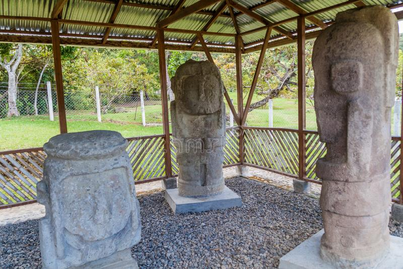 Estatuas antiguas en el sitio del EL Tablon en Tierradentro foto de archivo libre de regalías