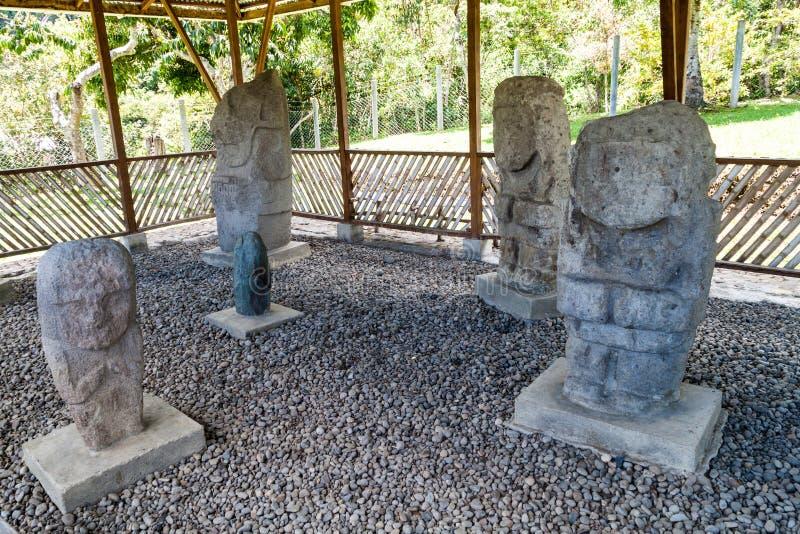 Estatuas antiguas en el sitio del EL Tablon en Tierradentro imagenes de archivo
