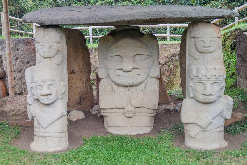 Estatuas antiguas en parque arqueológico en San Agustin imágenes de archivo libres de regalías