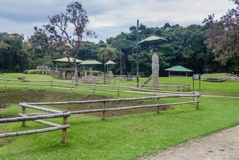 Estatuas antiguas en parque arqueológico en San Agustin fotos de archivo
