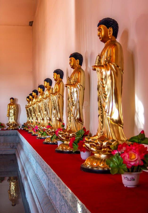 Estatuas Buda en Hua Yan o el templo de Huayan en Tumen, China Provincia de Jilin, prefectura de Corea Yanbian Lugar popular de t imagenes de archivo