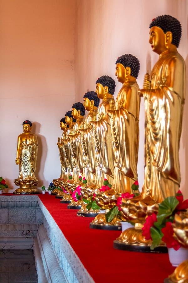 Estatuas Buda en Hua Yan o el templo de Huayan en Tumen, China Provincia de Jilin, prefectura de Corea Yanbian Lugar popular de t imágenes de archivo libres de regalías