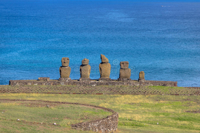 Estatuas de Ahu Tahai Moai cerca de Hanga Roa - la isla de pascua, Chile fotografía de archivo libre de regalías