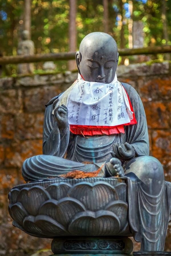 Estatuas de Buda del japonés (Bodhisattva de Jizo) en Koyasan (Mt Área de Koya) imagen de archivo