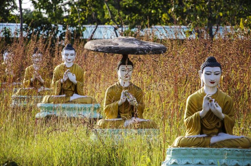 Estatuas de Buda en el Bodhi TA Htaung, el centro religioso, lunes imágenes de archivo libres de regalías