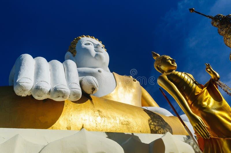 Estatuas de Buda en Wat Doi Kham fotografía de archivo
