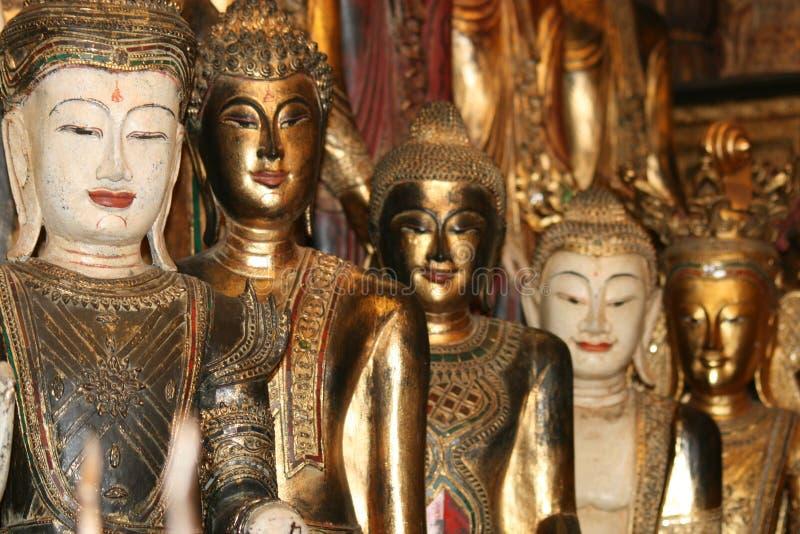Estatuas de Buddha del oro, Tailandia. imagenes de archivo