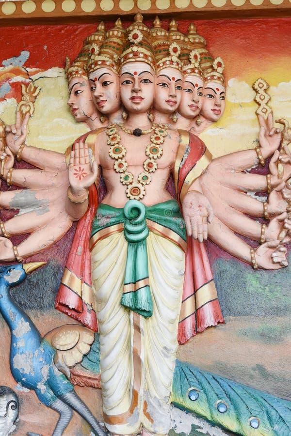 Estatuas de Hanuman en templo hindú foto de archivo