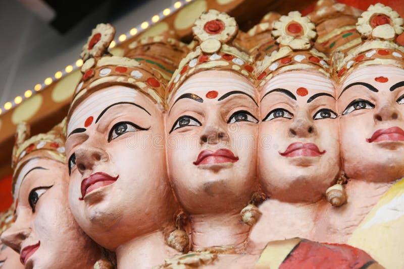 Estatuas de Hanuman en templo hindú fotos de archivo