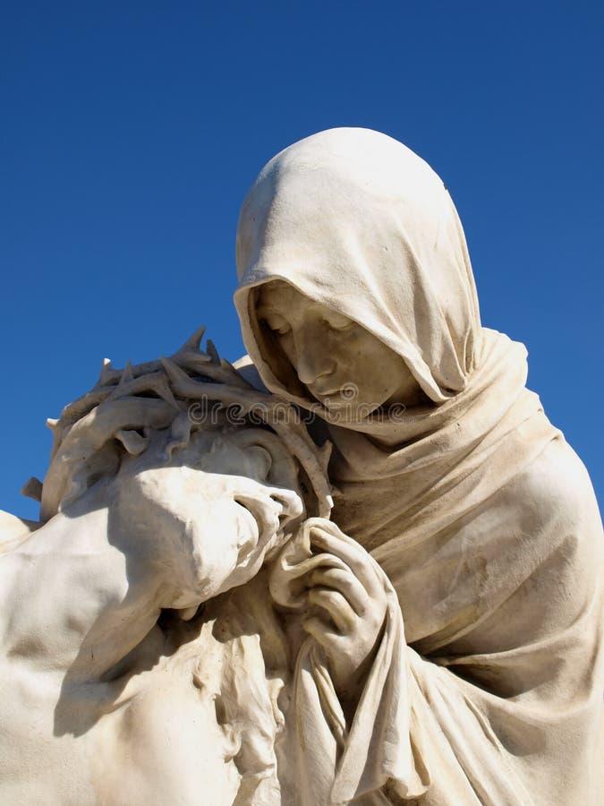Estatuas de la madre y de Cristo santos foto de archivo