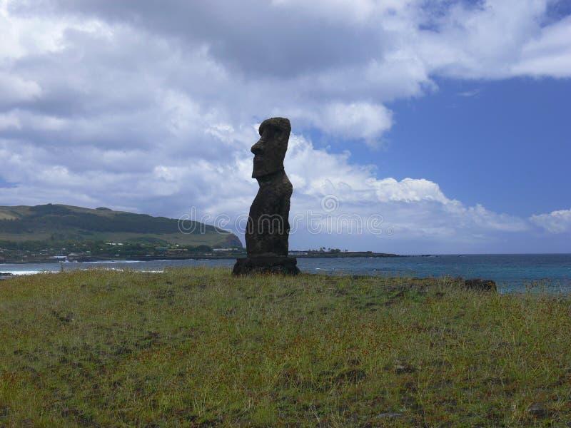 Estatuas de la piedra de Moai en Rapa Nui fotografía de archivo