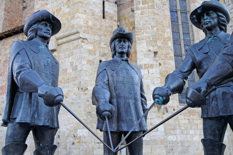 Estatuas de los mosqueteros en el condón imagen de archivo libre de regalías