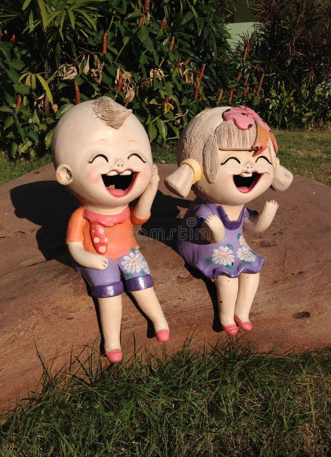 Estatuas de los niños imagenes de archivo
