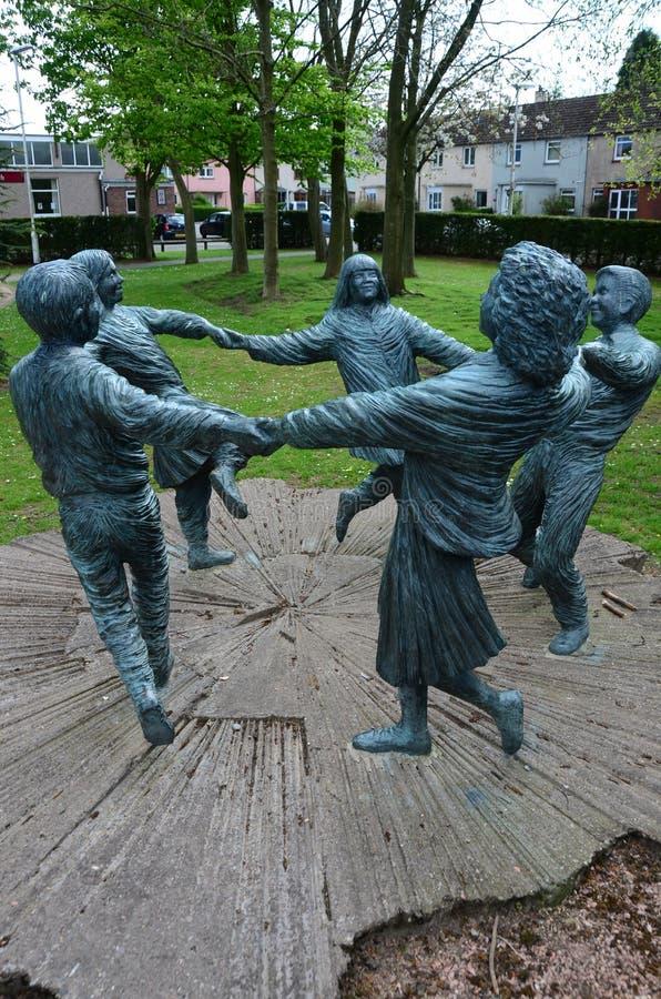 Estatuas de los niños del baile fotos de archivo libres de regalías