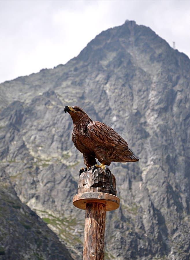 Estatuas de madera, águila del pájaro foto de archivo