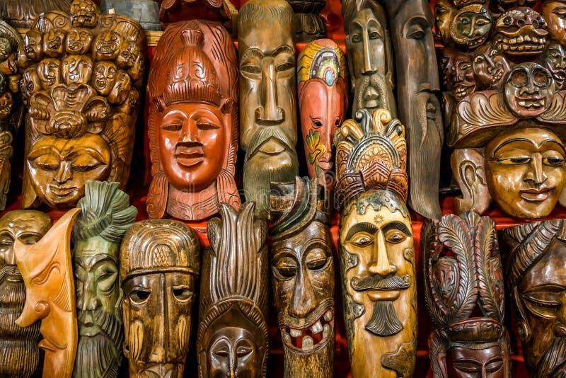 Estatuas de madera imagenes de archivo