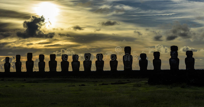 Estatuas de Moai en la isla de pascua, Chile imágenes de archivo libres de regalías