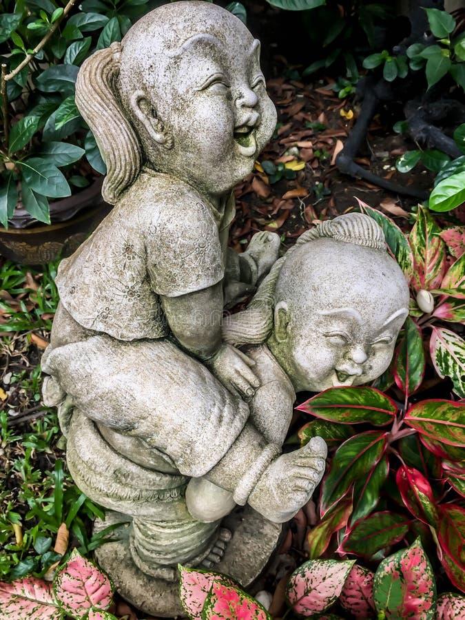 Estatuas de niños imagen de archivo libre de regalías